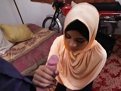 Teenage arab slut deep-throat a huge salami like a pro