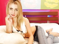 Ash-blonde scorching slut displays her wide cunt on web cam