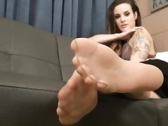 Posh whore in her nylon pantyhose flashes them on camera temptingly