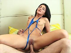 Dark-Haired loves culo riding